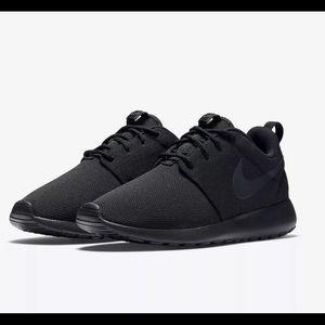 Women's Nike Roshe One Shoes triple Black new